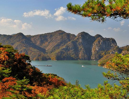 Le lac Chungjuho, au maximum de sa splendeur en automne